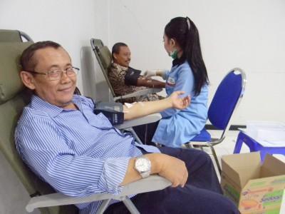 STIE YAPAN dan PMI Menggelar Kegiatan Donor Darah