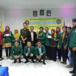 Para Pemenang Economic Debate Competition Mahasiswa STIE YAPAN Surabaya