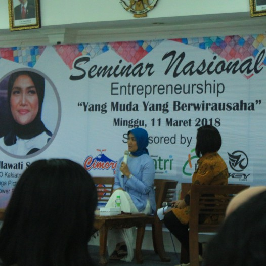 """Mahasiswa STIE YAPAN Surabaya Menyelenggarakan Kegiatan Seminar Nasional """"Yang Muda Yang Berwirausaha"""""""